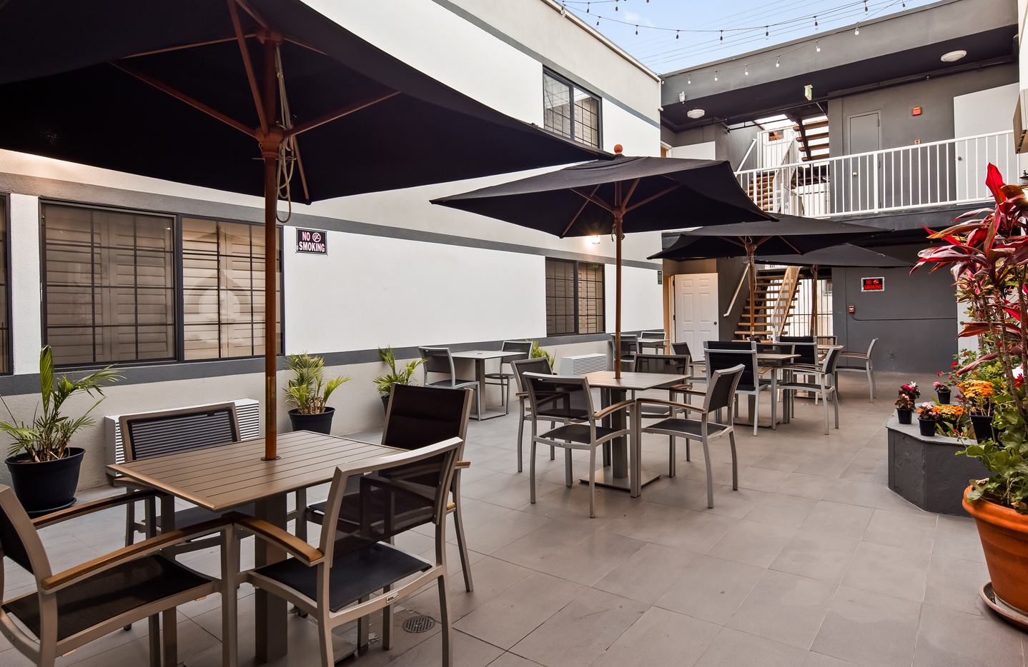 SureStay Hotel Los Angeles - Breakfast Seating Area